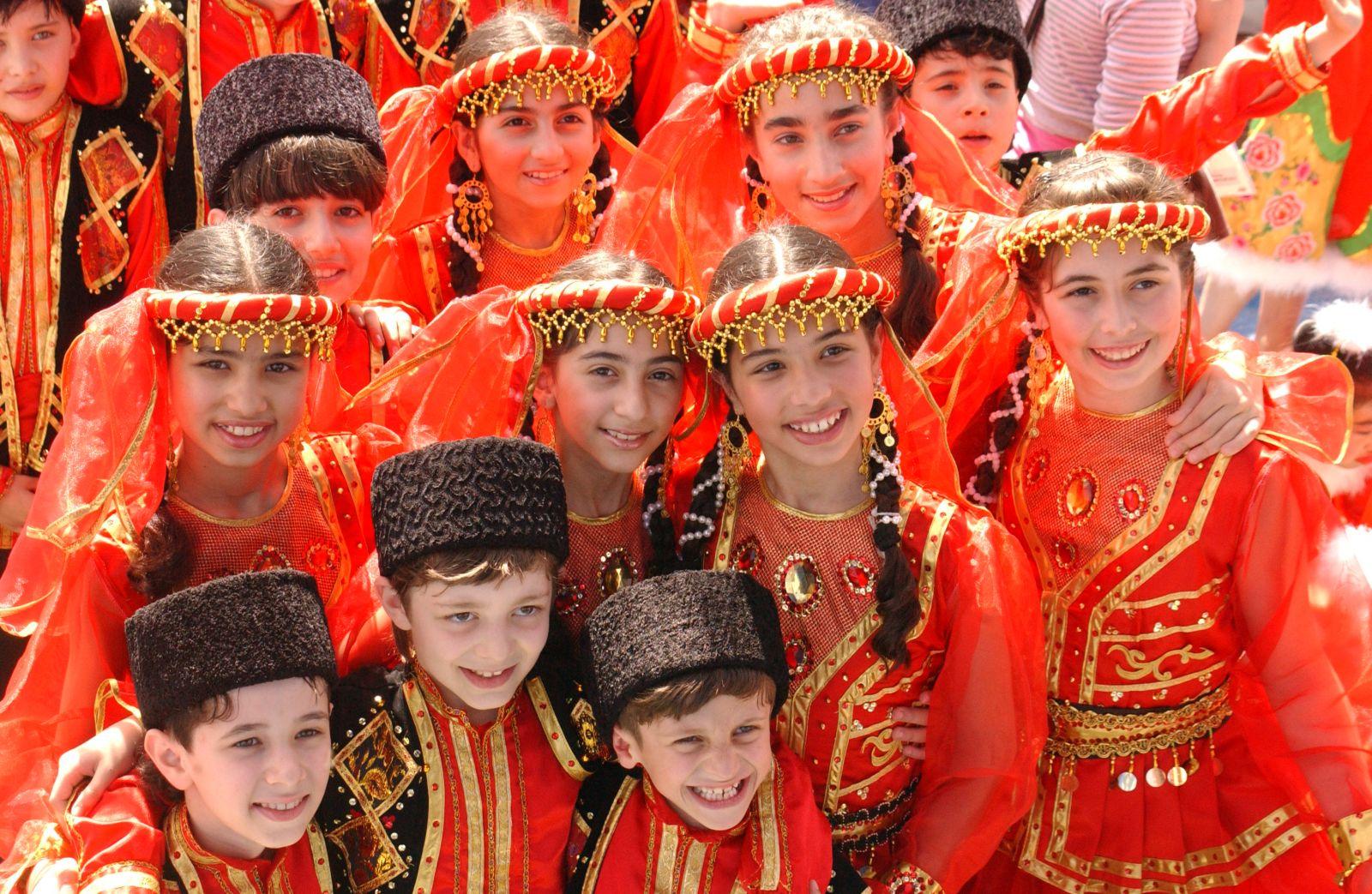 T?b?ss?m Usaq Musiqili Teatr?